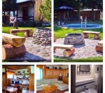 Ferienhaus mit Pool, Grundstück und Spielplatz