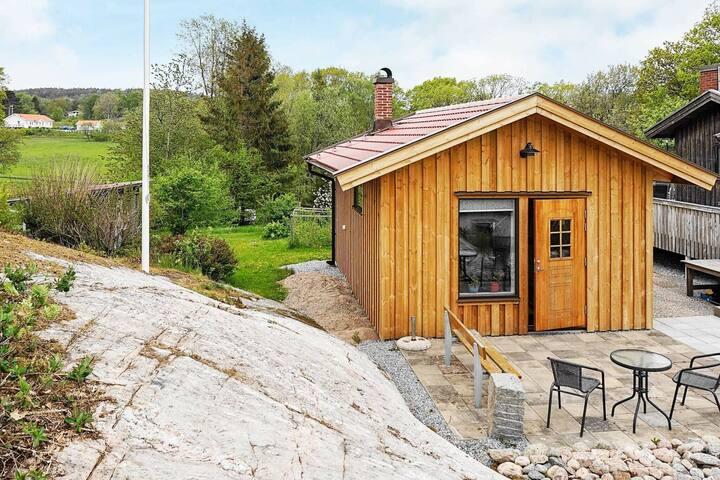 2 person holiday home in KÅLLEKÄRR