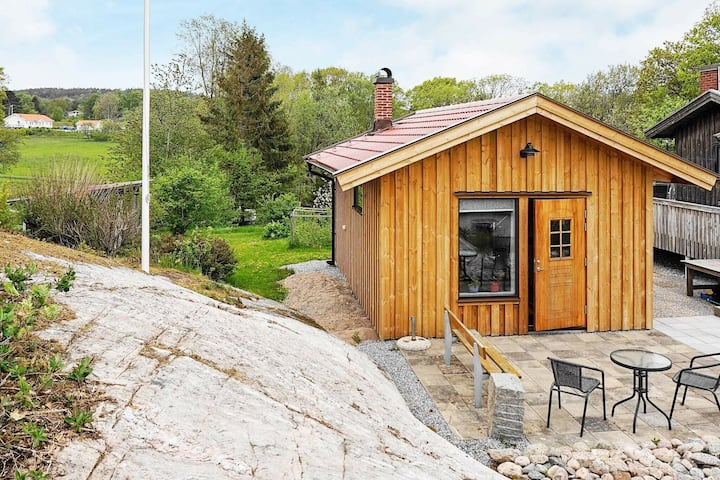 2 person holiday home in KÅLLEKÄRR