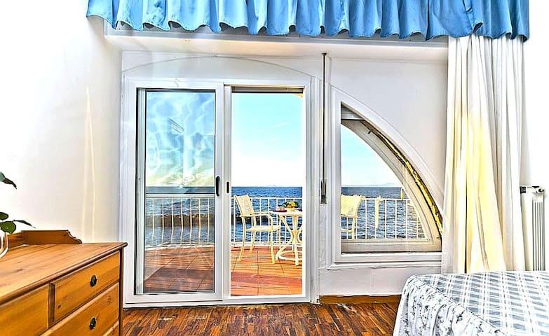 Private villa on the sea!Private access to the sea