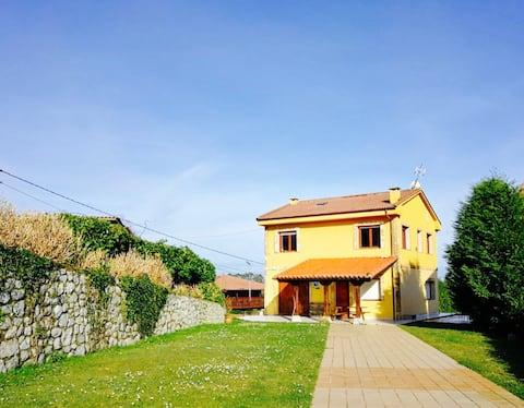 Casa amb vistes increïbles al mar i als Picos d'Europa