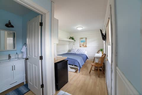 Just Listed! Cozy Ballard Guest House w/ Pool/spa