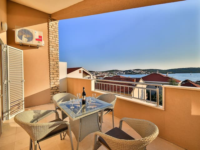 Boa Antica 4- top floor & sea view, near the beach