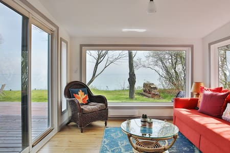 Lakeside PEC - Private waterfront with fireplace+ firepit in the heart of Prince Edward County