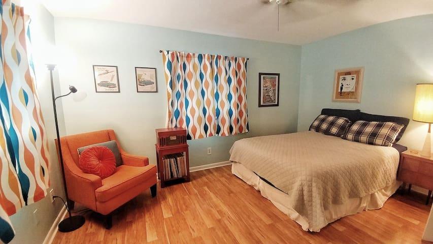 Midcentury Suite