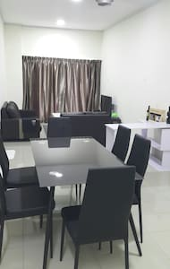 Ipoh Cosy 2 bed rooms with parking fun ^620 games