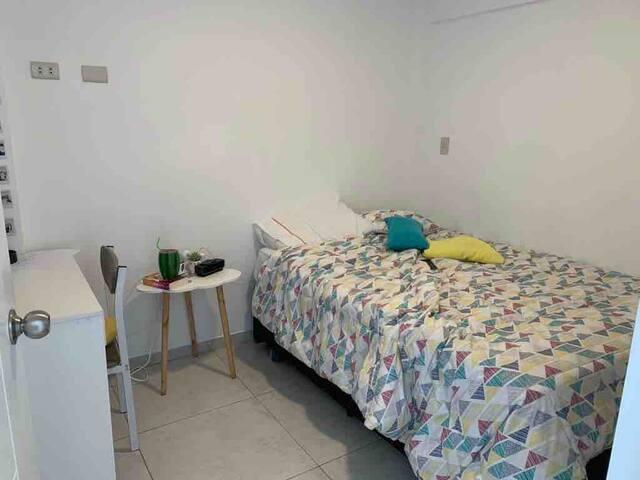 Dormitorio (cama dos plazas y una tarima de 1.5 plaza)