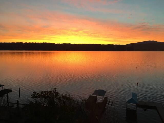 Perfect Lake Sammamish Waterfront: 20 Mins Seattle
