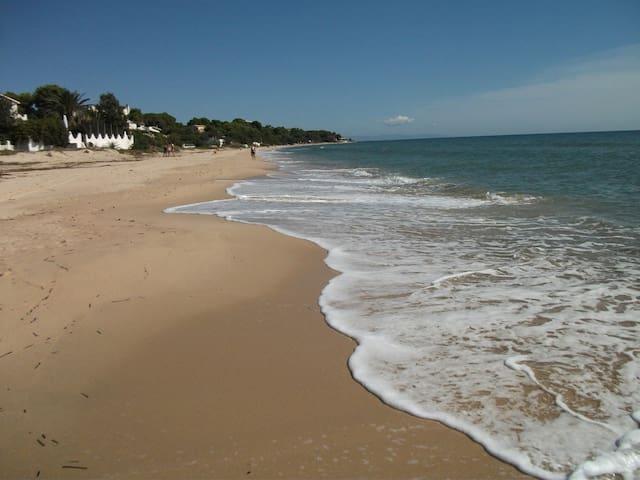 Villa 100 mt. dalla spiaggia - Santa Margherita di Pula - Huis