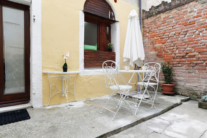 Private patio!Near station & 1 minute to waterbus - Venezia - Flat
