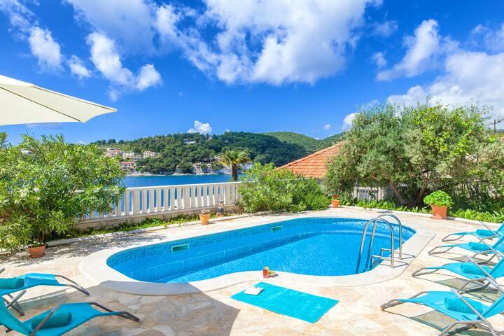 Charming Villa Mir Vami with Pool and Sea Views