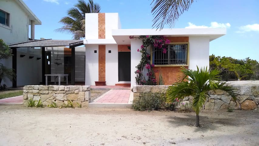 Little home in Sisal's oceanfront. - Sisal - House