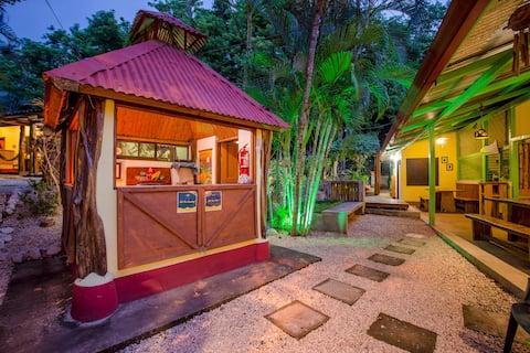 Indra Inn habitacion privada y comoda con desayuno