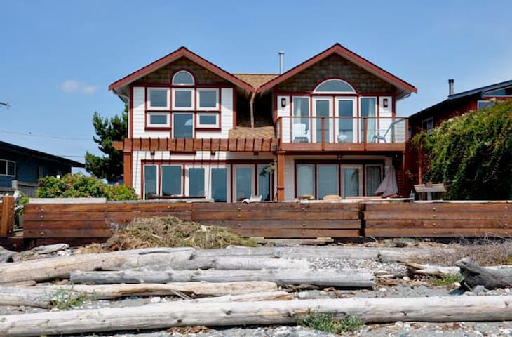 Beautiful Oceanfront Beach Home - Point Roberts