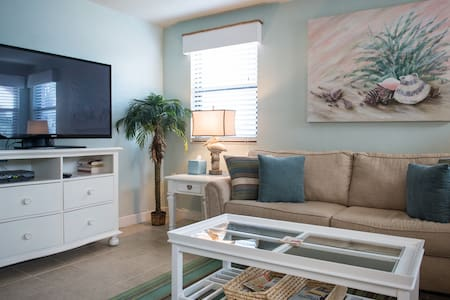 "CATCH THE ""SEABREEZE"" & SUN IN THIS CHARMING CONDO - Saint Pete Beach"
