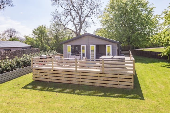 1 Bedroom Lodge (Hot Tub) - On top of  the Wolds