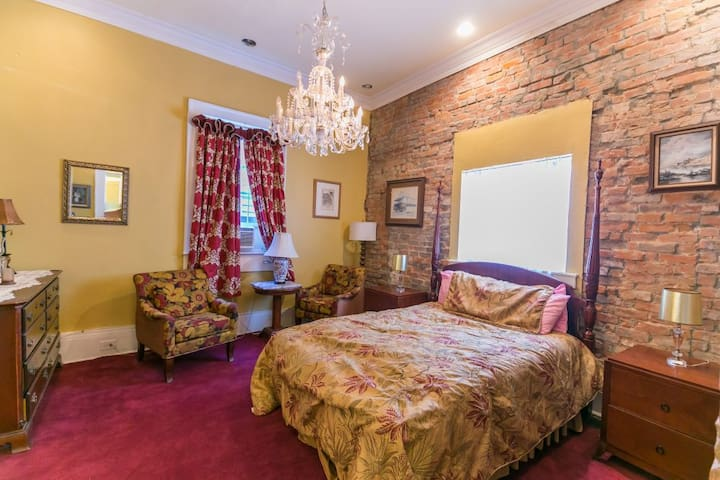 Mag's Guest House  Suite E