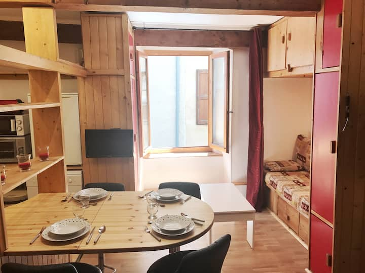 Cozy and renovated flat in historical center
