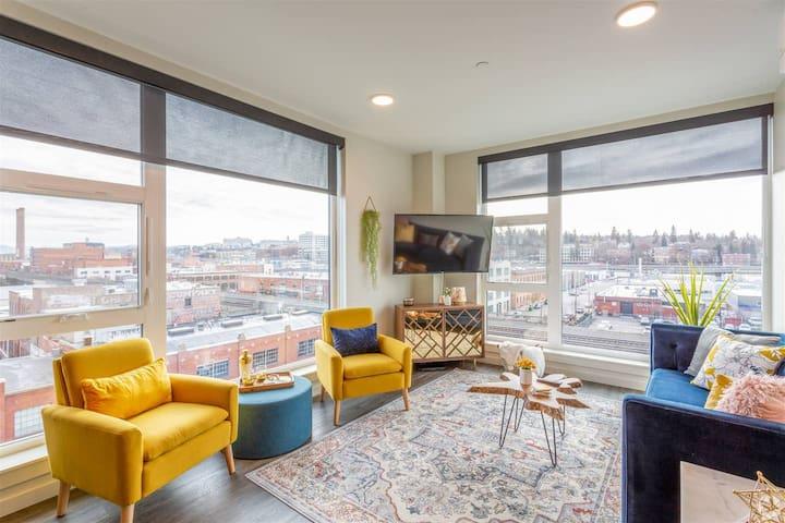 Downtown 2 Bedroom on Top Floor w/ Stunning Views