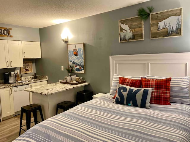 Stylishly remodeled Studio Hotel Condo at Loon Mtn