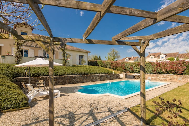 Luxurious Villa in Rouzede with Private Swimming Pool