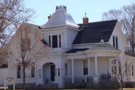 Grey Pigeon Inn - Yoga and Meditation Center - Mount Pleasant - Bed & Breakfast