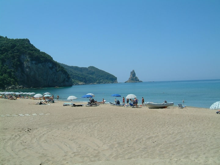 "Holiday Studio Apartments ""yannis"" on the beach of Agios Gordios in Corfu"