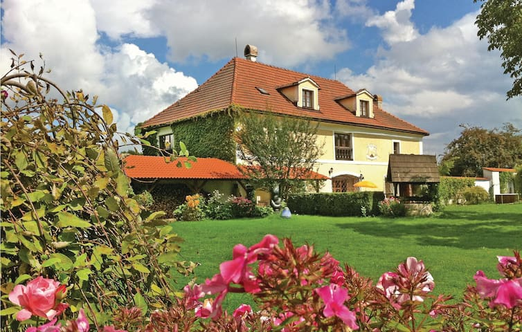 Holiday cottage with 6 bedrooms on 326 m²