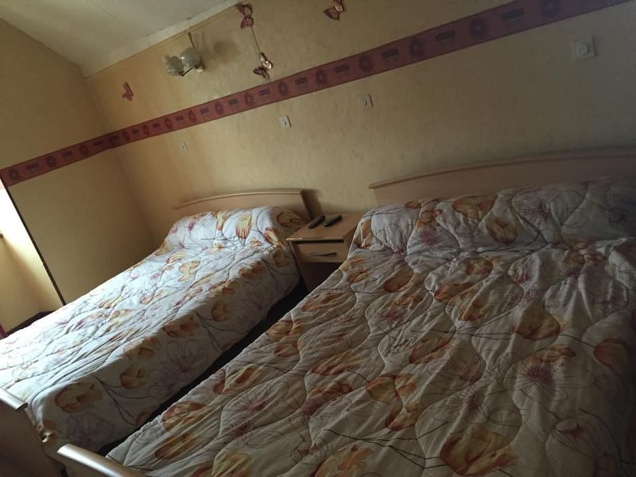 Chambre familialle 4 personnes bed and breakfasts for - Chambre d hote saint pourcain sur sioule ...