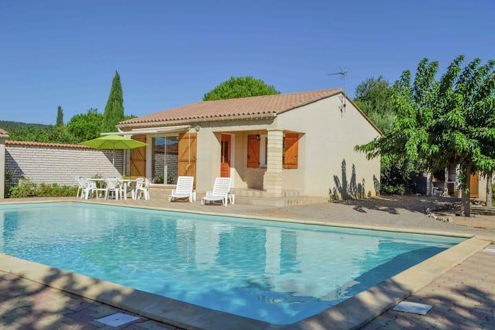 Hermosa casa de vacaciones en Argeliers con piscina