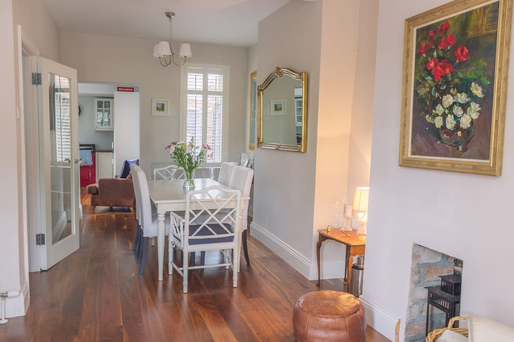 Cosy Dining room opens into living room with archway access to kitchen