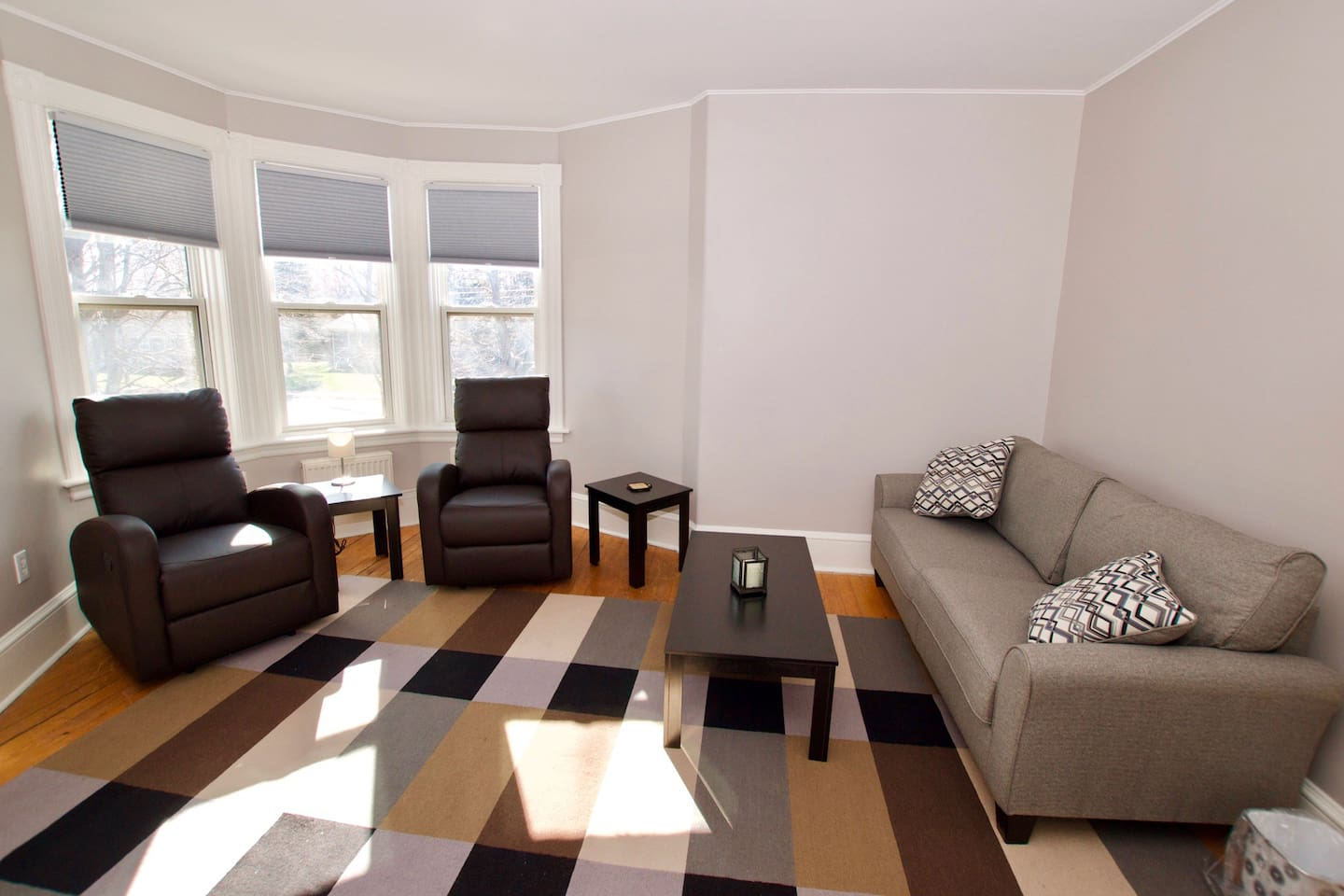 1 bedroom, 1 den with daybed! Modern apartment in a heritage building.