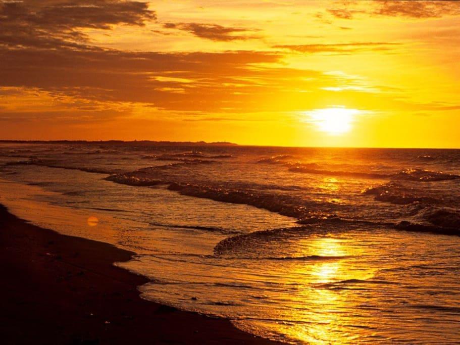 por do sol na praia de atalaia