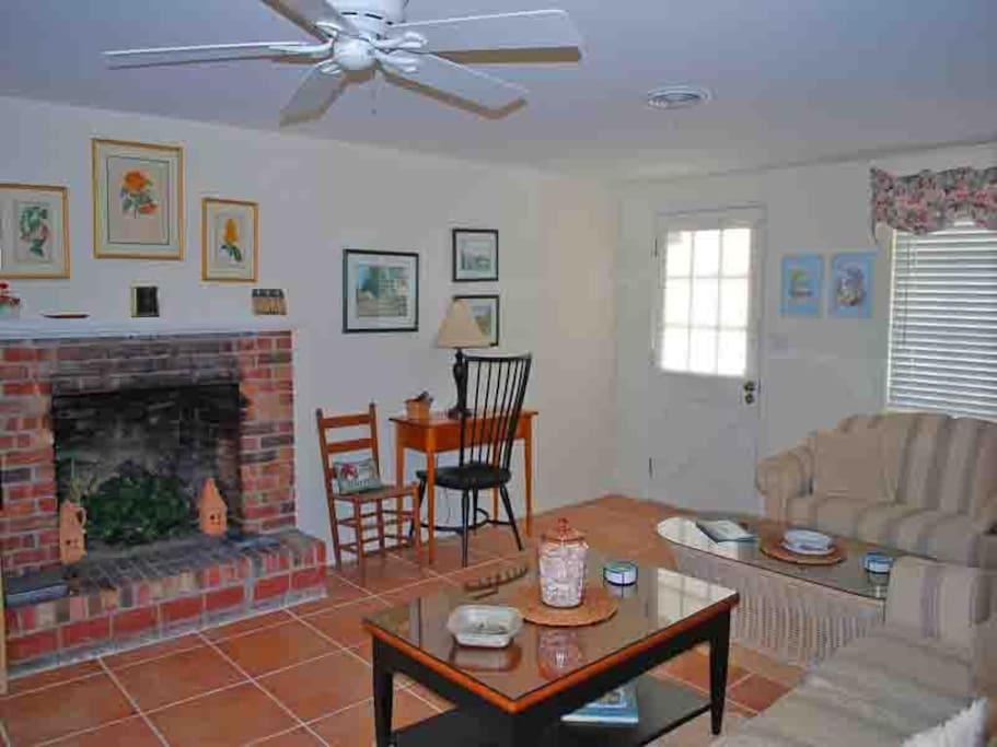 200 Winson Ave. Living Room