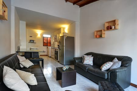 1 minute from everything 2 blocks from LLeras parc - Medellín - Appartement