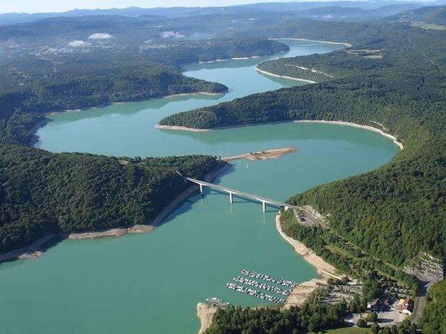 Lac de Vouglans 3 km du gîte