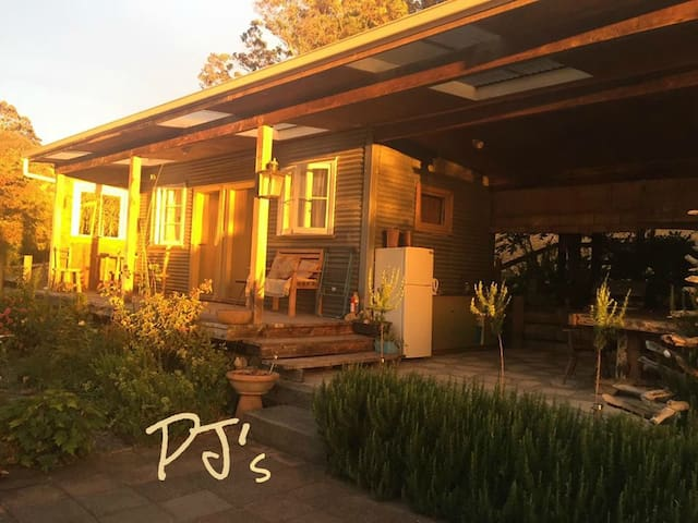 PJ'S B&B Sleeps 4. Only 5 mins to town centre