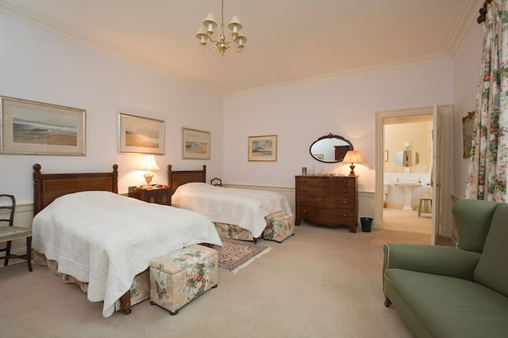 Yew Tree Bedroom - a large twin room