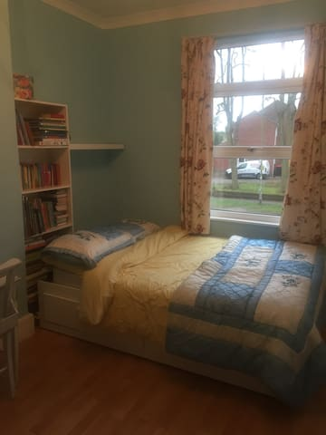 Double room with brand new bathroom - Nuneaton - Dům