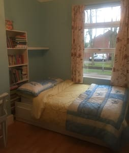 Double room with brand new bathroom - Nuneaton - บ้าน
