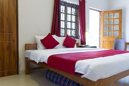 Casa del Sera Luxury Rooms Close to Candolim Beach - Candolim - Bed & Breakfast