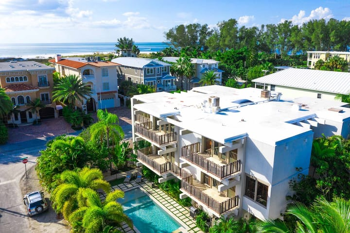 Grande Haven - Steps to Bean Point beach! Luxury vacation home with pool and spa