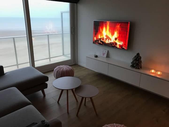 Vernieuwd appartement met frontaal zeezicht ****