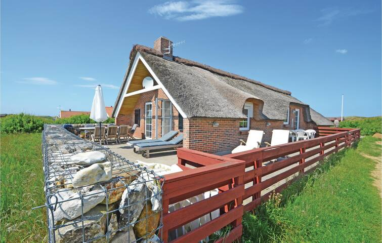 Holiday cottage with 4 bedrooms on 123m² in Thisted