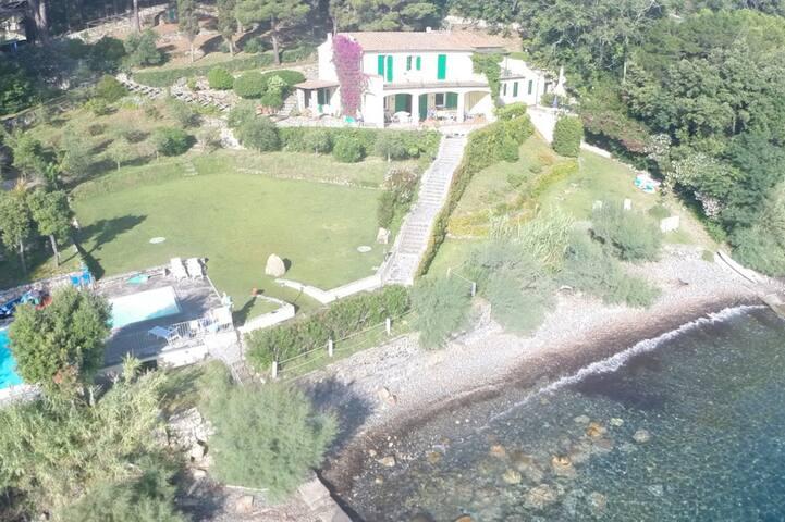 Villa Elba Le Sprizze. Appartamento b.