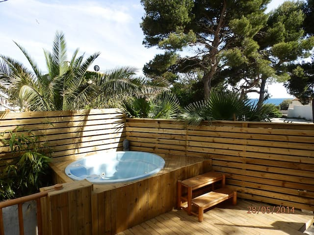 Rdc de villa avec jacuzzi et sauna en bord de mer - Sausset-les-Pins - Huoneisto