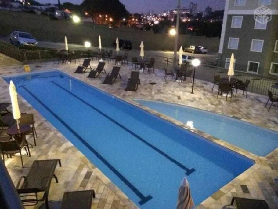 Piscina (Swimming Pool)