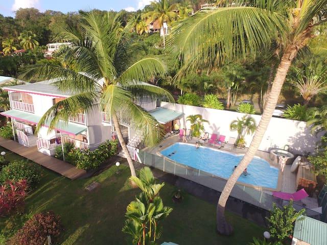face à la mer des caraïbes en Guadeloupe