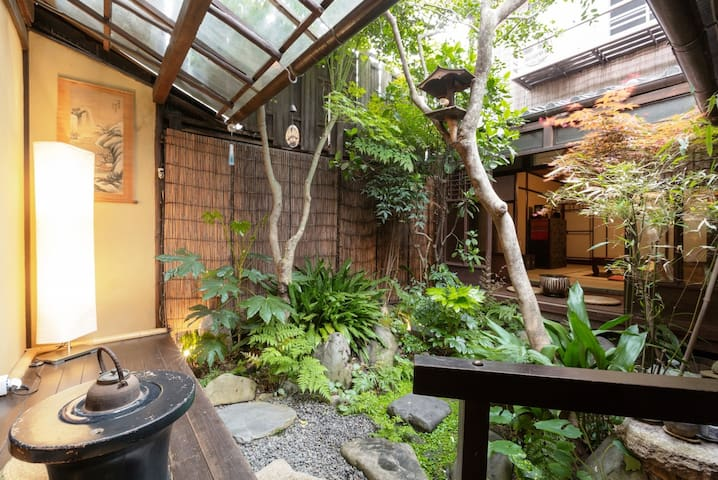 【Deluxe】100 Year old Machiya Guest House close to Heian Shrine in Kyoto (up to 4 people/20㎡) 京都 平安神宮近く。築100年の町家ゲストハウス和楽庵