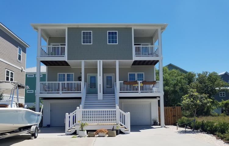 2 BLOCKS FROM THE BEACH, PET FRIENDLY $40 PER pet